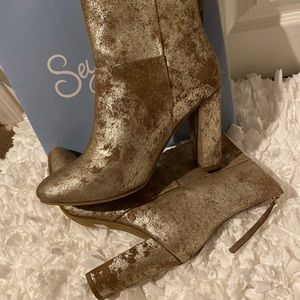 Seychelles Size 10, Gold Dust ankle boot